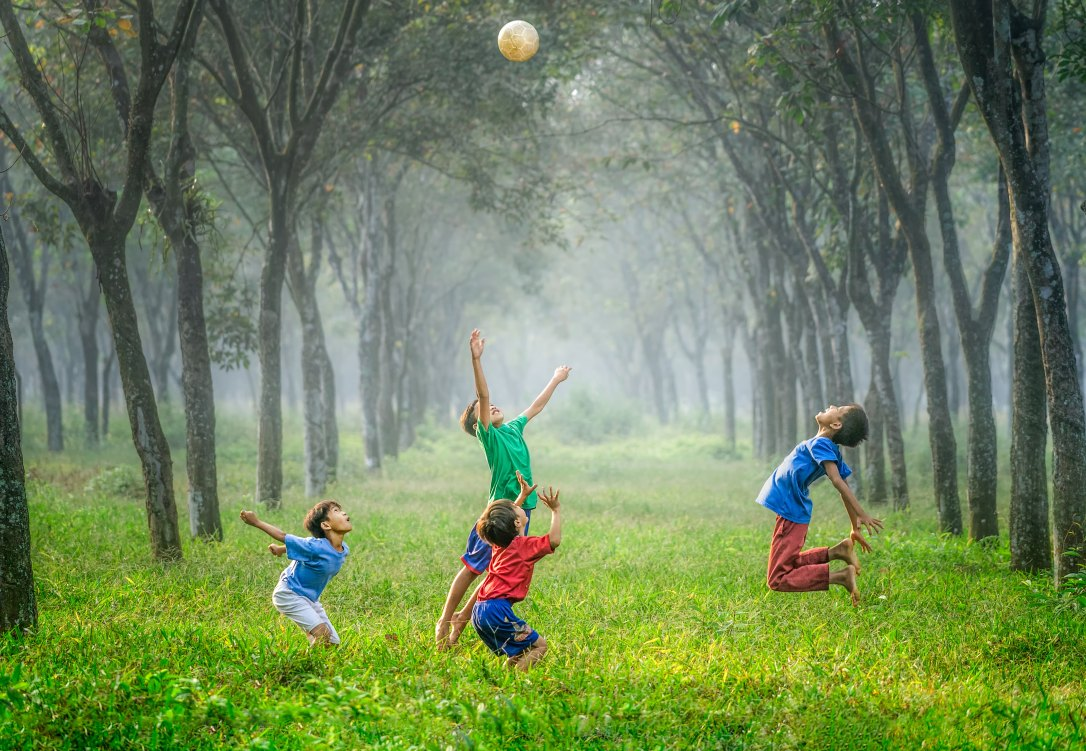 Die Welt braucht Kinder. Denn Kinder spielen einfach überall.